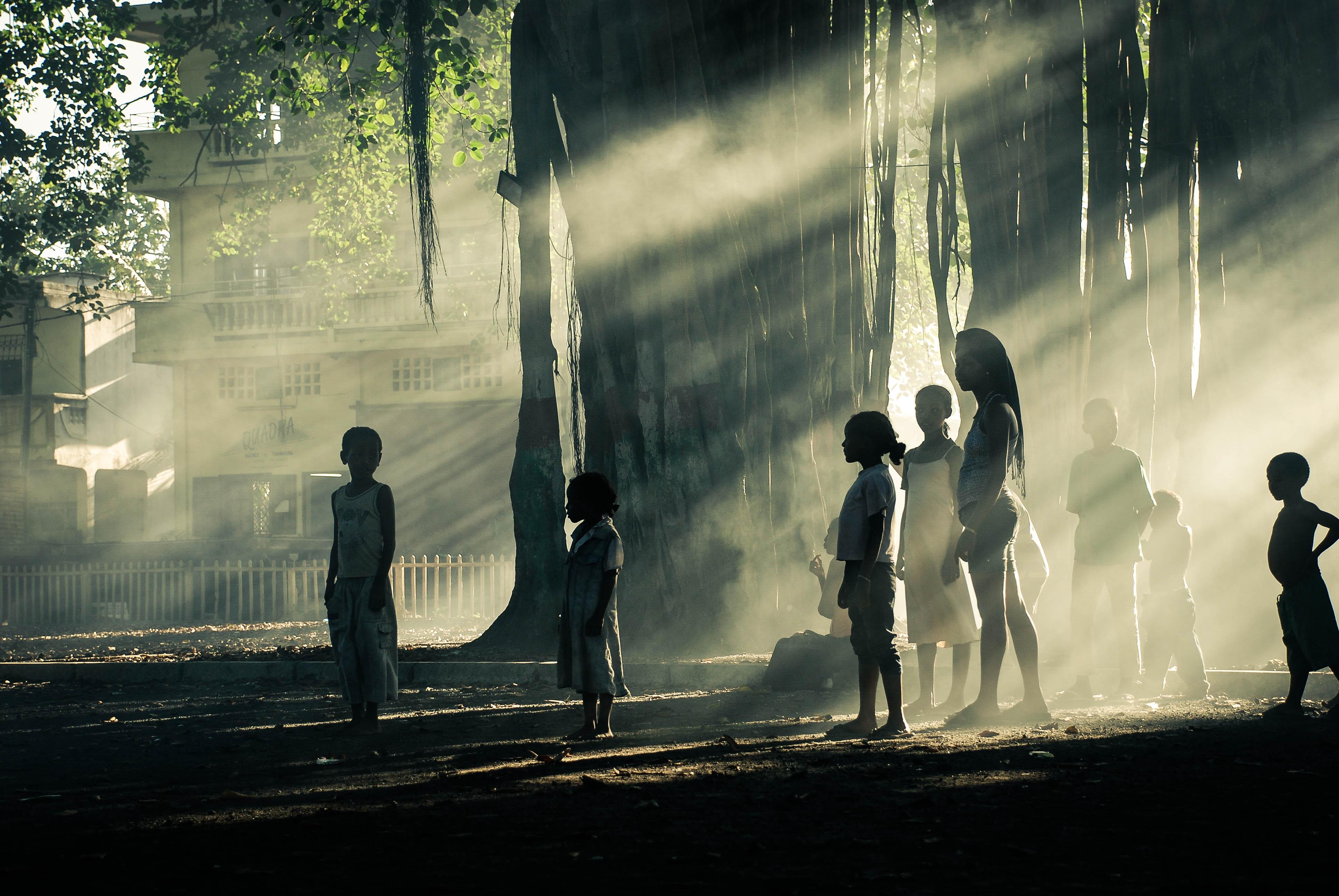 reportage, photo reportage, photographe, laurie diaz, street, rue, street photography, enfants, madagascar, femmes, route, crier, noir et blanc, soleil