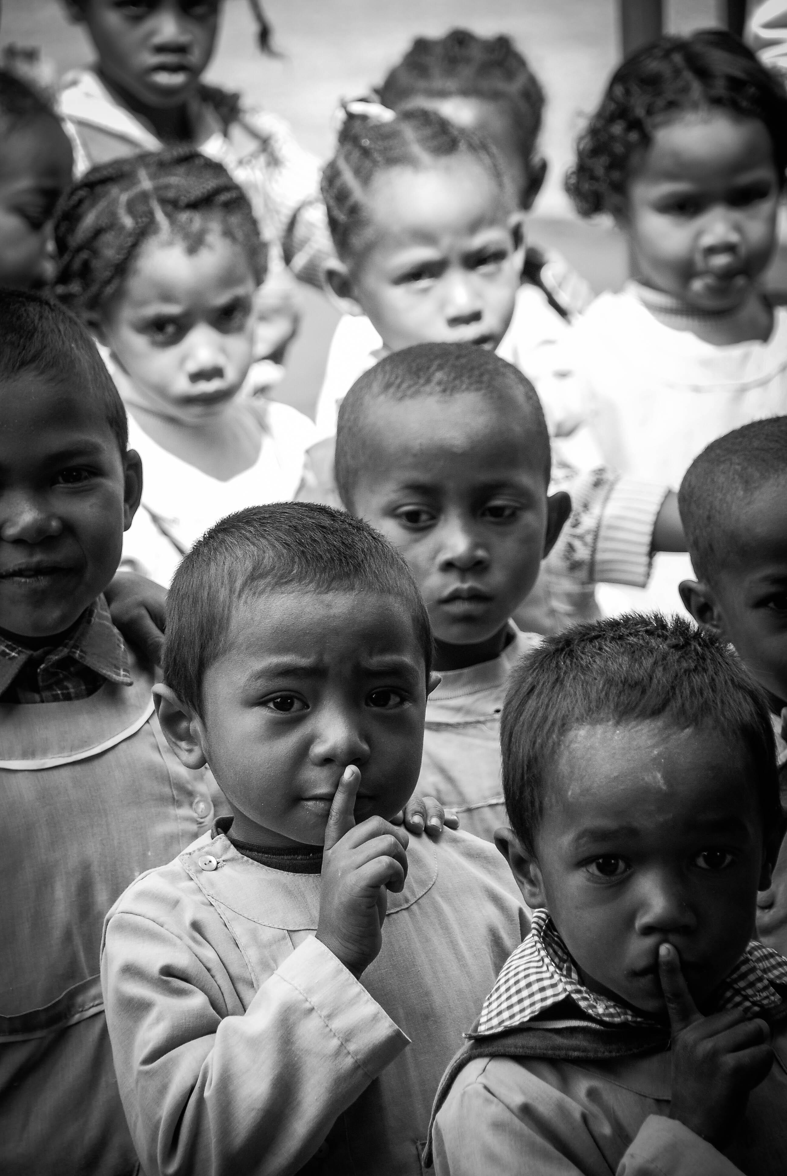 reportage, photo reportage, photographe, laurie diaz, street, rue, street photography, enfant, ecole, portrait, silence, silent, madagascar, school, rentrée, uniforme, jeune, jeunesse, education, scolaire, ecolier