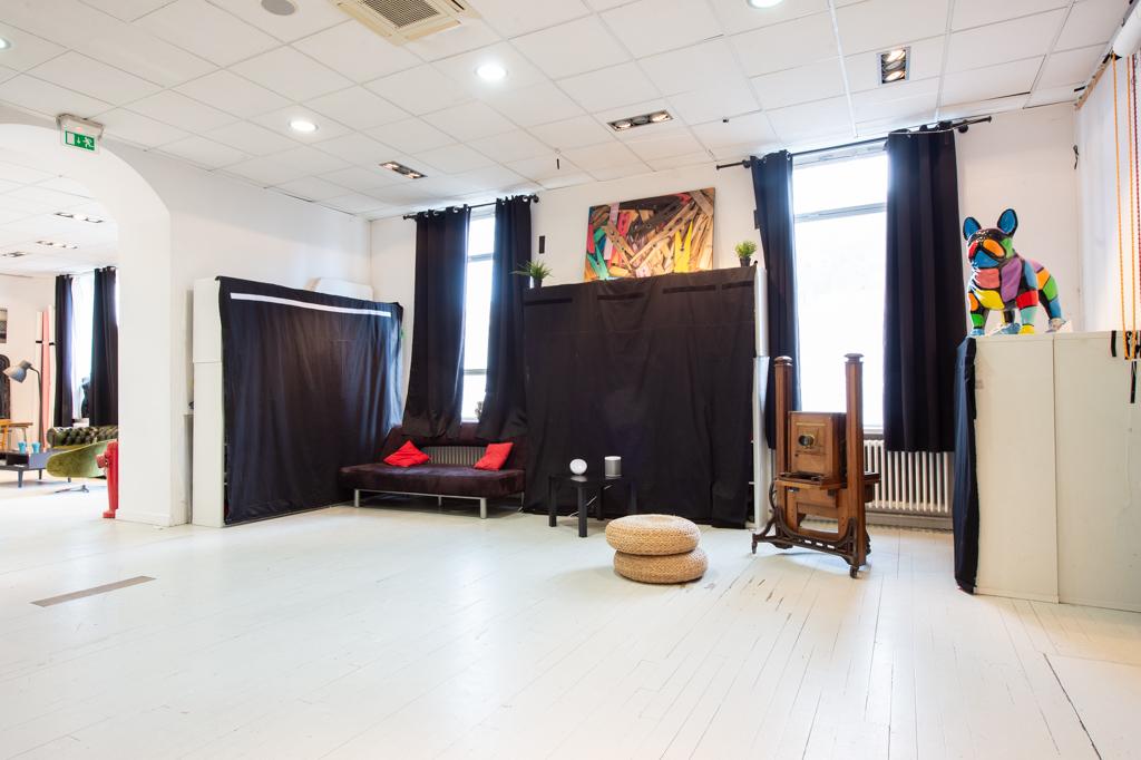 Location de studio photo et fond vert vidéo à Lyon