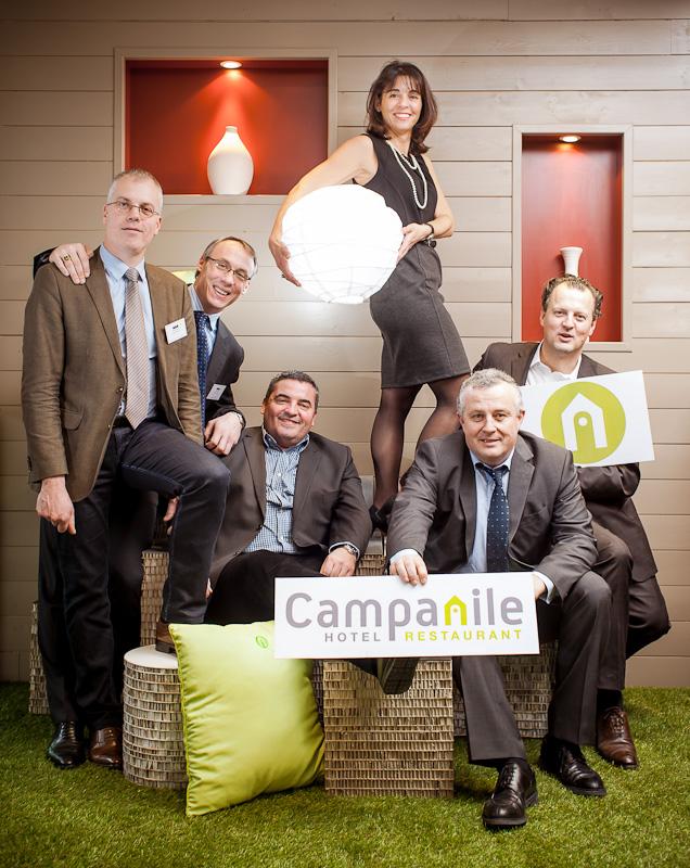 Photo de groupe team building pour Campanile, avec 5 homme et une femme
