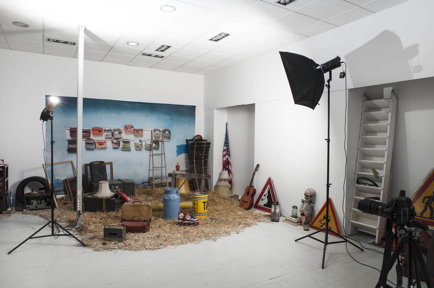 Studio Le Carré, photographe, studio photo, local, location, location studio, espace, architecture, déménagement, location studio photo, salle de cours, salle photo, reunion, salle de reunion, video, videoprojecteur, retroprojecteur, photographe studio