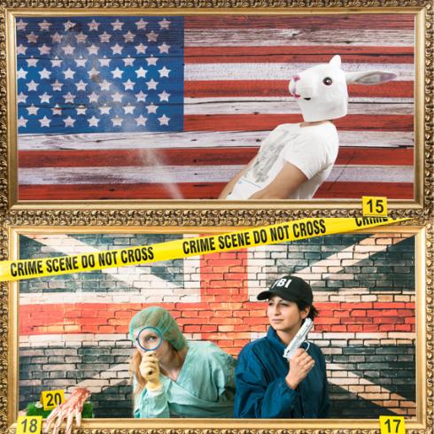 2 amies se déguisent en flic de la police scientifique et mènent l'enquête pendant qu'un homme déguisé en lapin en profite devant le drapeau américain et anglais,  activité pour enterrement de célibataire fun et décalé