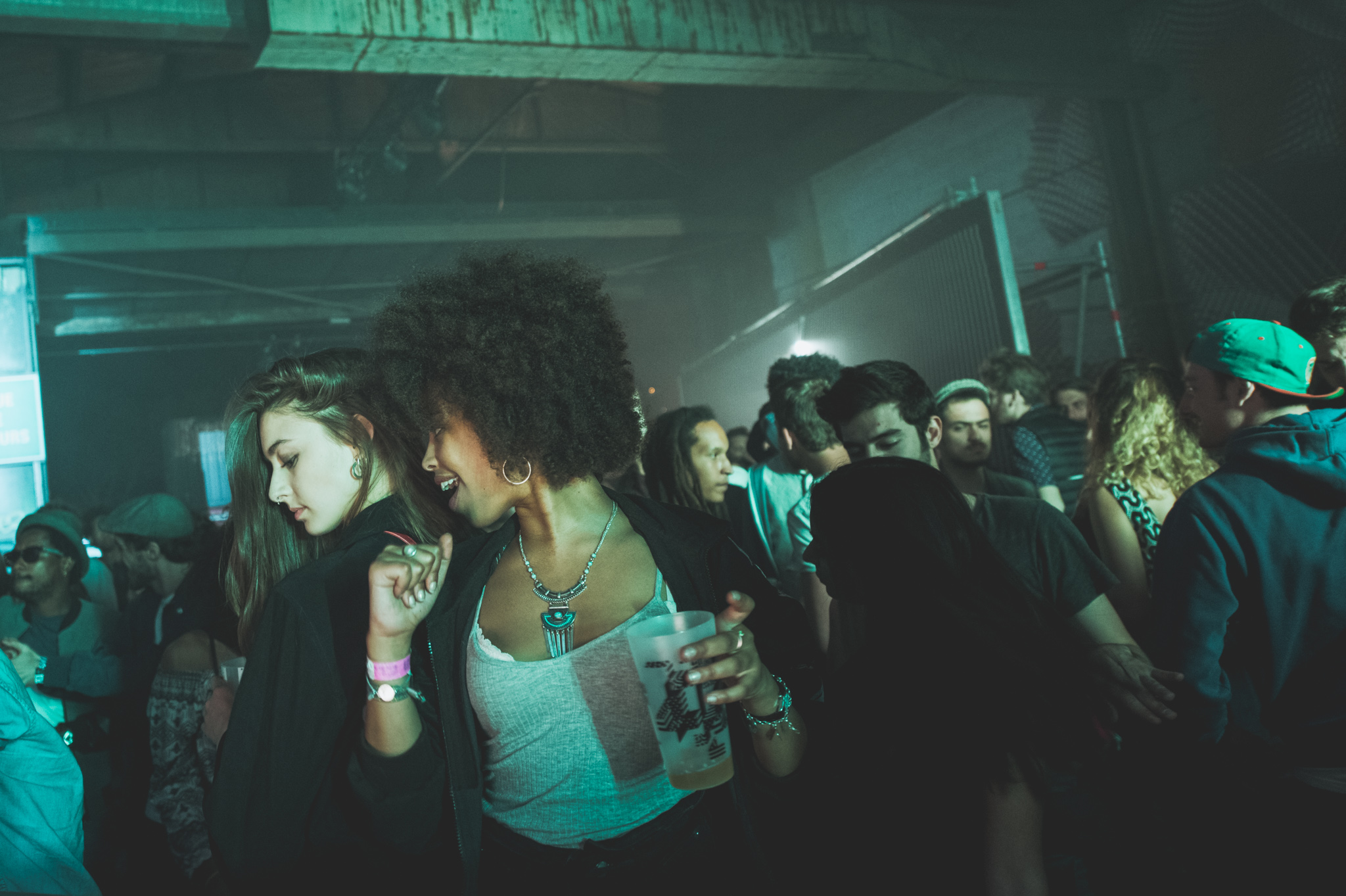 nuits sonores, festival, music, live, electro, rock, reportage, reportage live, photo, laurie diaz, photographe, lumière, light, studio le carre, marche gare, extra, lyon, femmes, portrait, afro, cheveu, fete, danse, dj, laurie Diaz photographe reportage live lyon, event, evenentiel, festival, scene