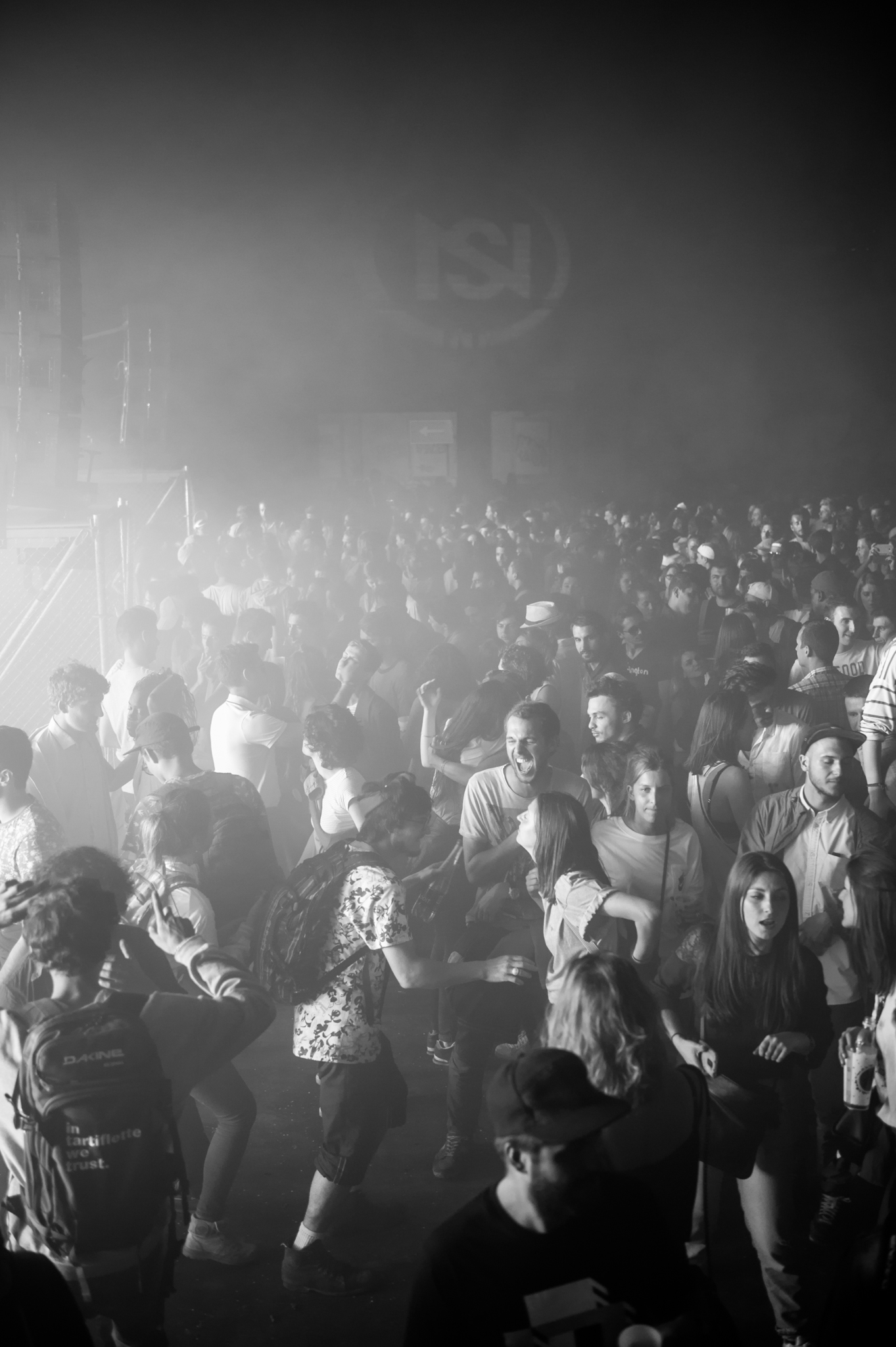 nuits sonores, festival, music, live, electro, rock, reportage, reportage live, photo, laurie diaz, photographe, lumière, light, studio le carre, marche gare, extra, lyon, foule, fete,  noir et blanc, black and white, ballons, couleur, public, dj, laurie Diaz photographe reportage live lyon, event, evenentiel, festival, scene