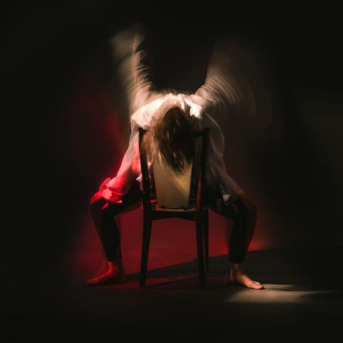 Etienne Regis Photographe à Toulouse, photographe toulouse, studio, long exposure, pose longue, angel, ange, paint, peinture, femme, flou