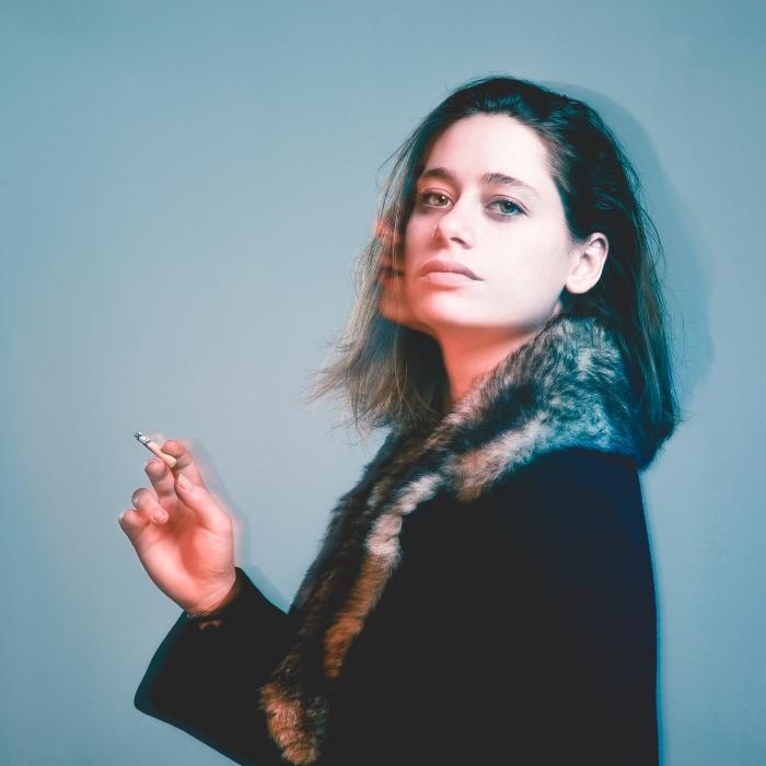 Etienne Regis Photographe à Toulouse, photographe toulouse, studio, cigaret, bleu, orange, hair, fourure, fur, spectre, exposition, portrait