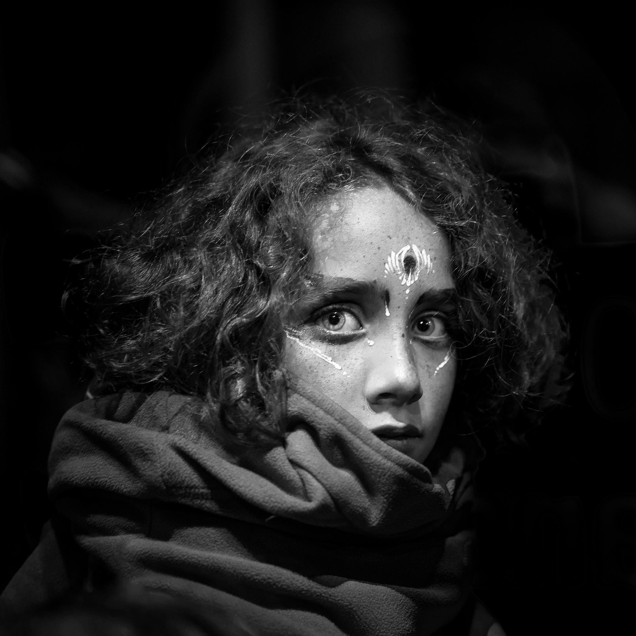 Etienne regis, photographe toulouse, Aurillac, festival, bus, kid, enfant, makeup, maquillage, eyes, noir et blanc black and white