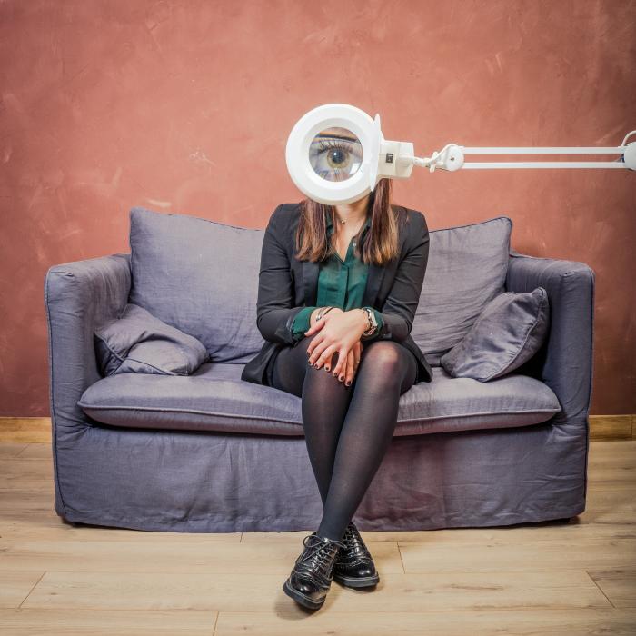 Etienne regis, photographe toulouse, interieur, canapé, reportage, mode, loupe, oeuil, eye, femme Toulouse