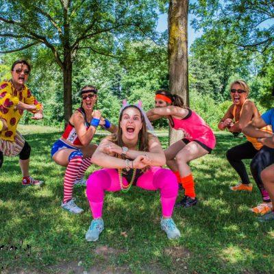 Groupe de filles réalisant du sport pendant un bootcamp. meilleures activités EVJF à Lyon