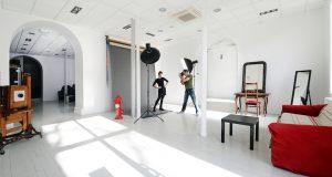 Location de studio photo à Lyon, Location de studio photo à Toulouse, Photographe professionnel à Lyon, Photographe professionnel à Toulouse, studio de photo professionnel à Lyon, photographe pour entreprise
