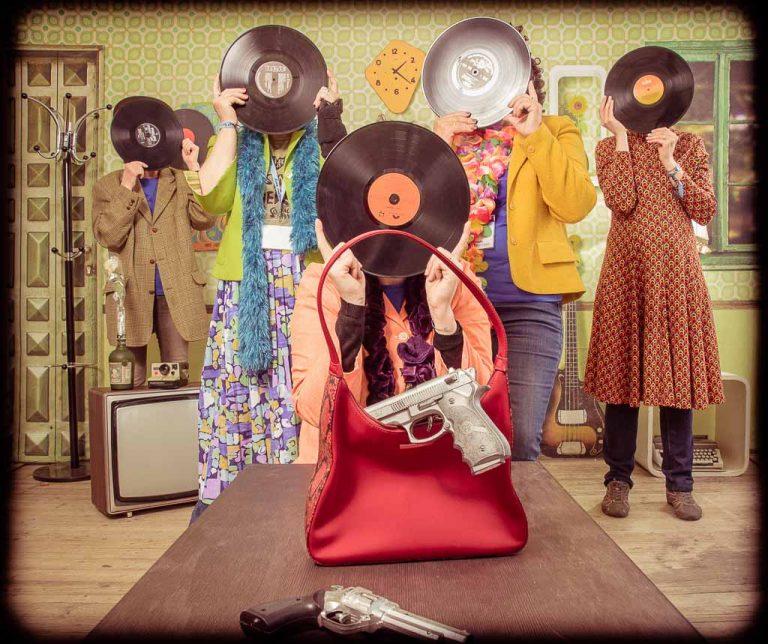 la meilleure idée pour organiser un enterrement vie fille original à lyon avec déguisement gage et accessoires, photographe Lyon