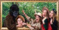 Dans la jungle, un groupe de copines se font surprendre par un grand singe. Cette scène se déroule Lors de l'organisation d'une activité d'EVJF à Lyon au studio Le Carré