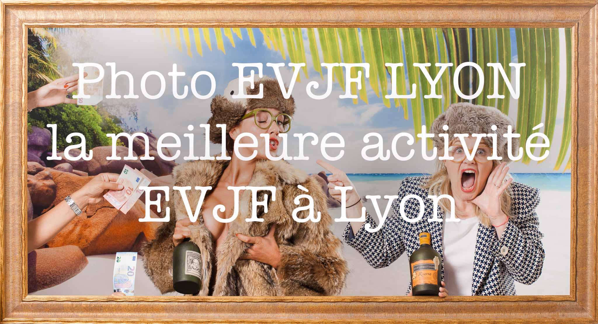 Photo EVJF Lyon La meilleure activité, idées pour l'organisation d'activité originale pour enterrement de vie de jeune fille avec accessoires et déguisement entre copine pour un weekend, Activité originale Amazing Rembrandt