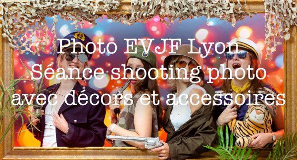 Photo EVJF Lyon | 4 femmes se déguisent en militaire girly pour l'enterrement de vie de jeune fille | réalisée sur décor