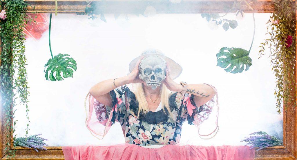 Avis des participants séances shooting Enterrement Vie Fillet | Robe – Chapeau – Cool – Personnage de fiction – Art  |
