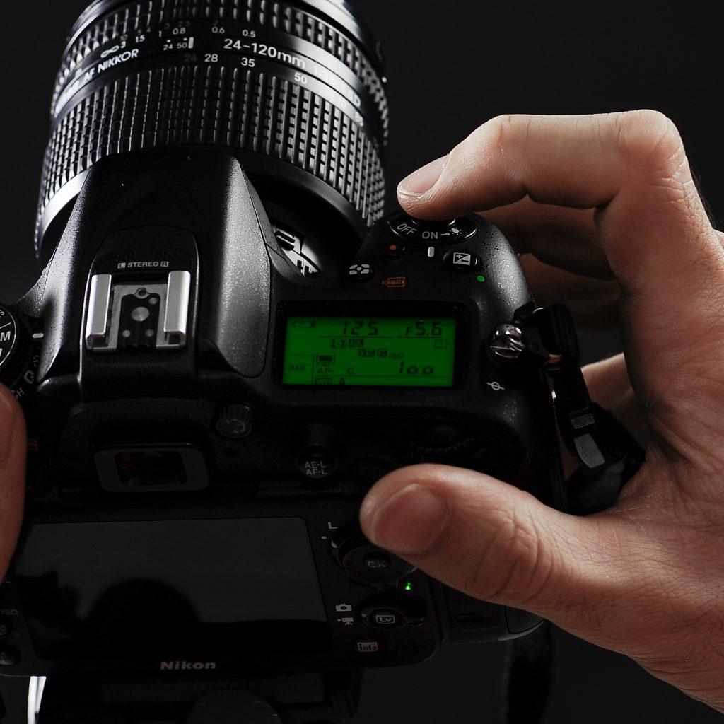 Stage photo, appareil photo, financement de formation, cliquer, main, doigt, boitier appareil photo numérique nikon