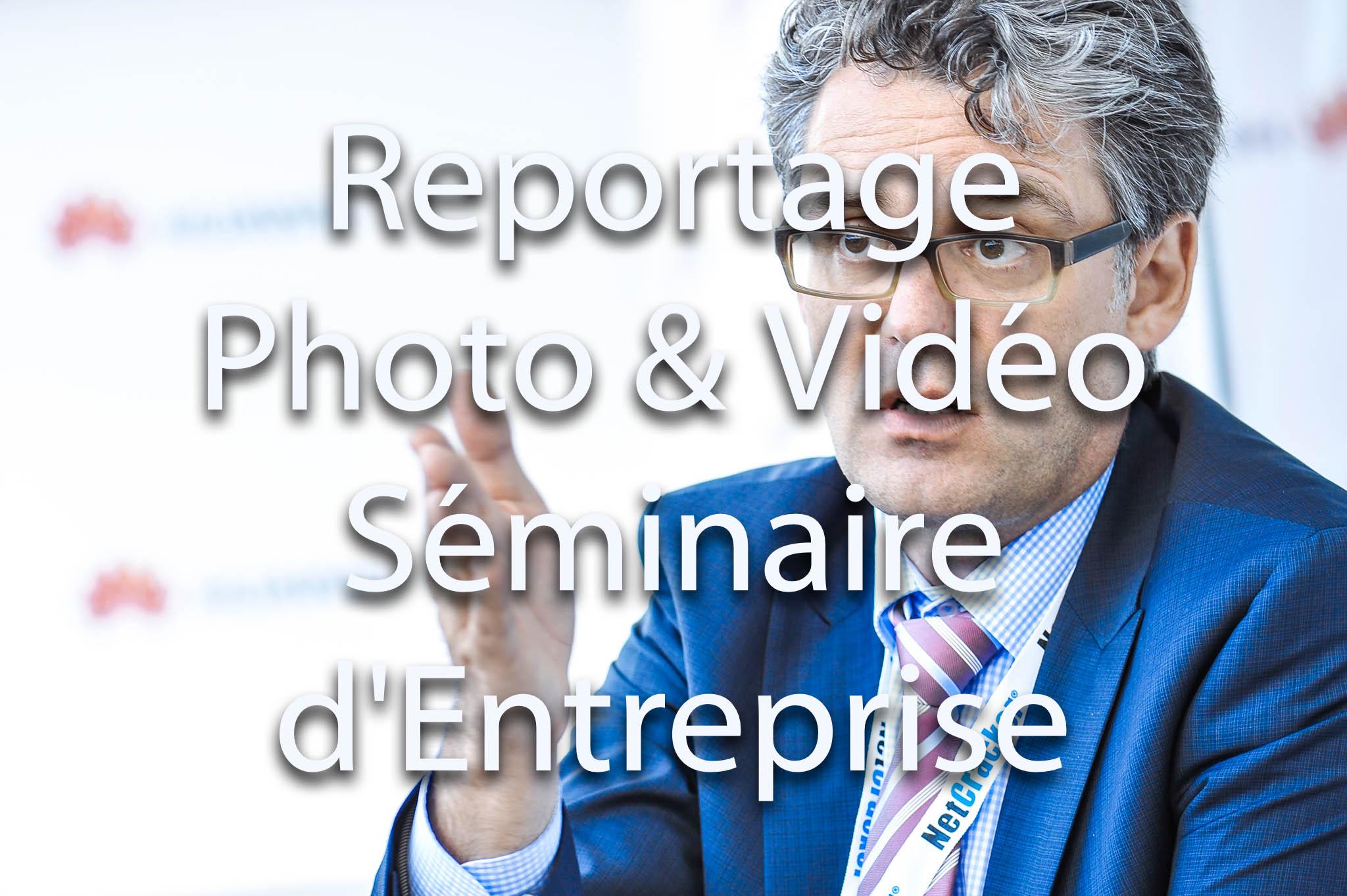 Prestations de reportage photo et reportage vidéo pour événement et séminaire d'entreprise | Homme d'affaire en discussion | Photocall pour soirée événementielle et séminaire