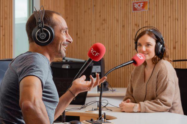 interview de Etienne RUGGERI photographe par RCF Lyon en studio radio